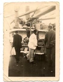 """De blanco """"Pachiquito"""" y de espaldas Mariano, en un barco de Dinamarca llamado Oregon. Década de los años 50."""