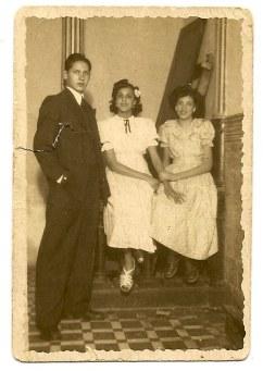 José Santana Ortega, Nena y Marilola. C. D. Hespérides. 3 de mayo de 1948.