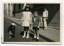 Calle Benecharo, años 60 Delia Vega Rodriguez y su hermano Francisco, con la ropa del domingo por la mañana... Foto de Delia Vega