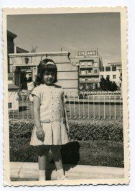 Años 60, un domingo de paseo por el barrio (fuente de los patos). Foto de Delia Vega