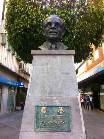 Monumento a Franchy Roca. Calle Franchy Roca
