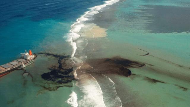 Isla Mauricio sufre su peor desastre ecológico por derrame de 1,000 toneladas de combustible