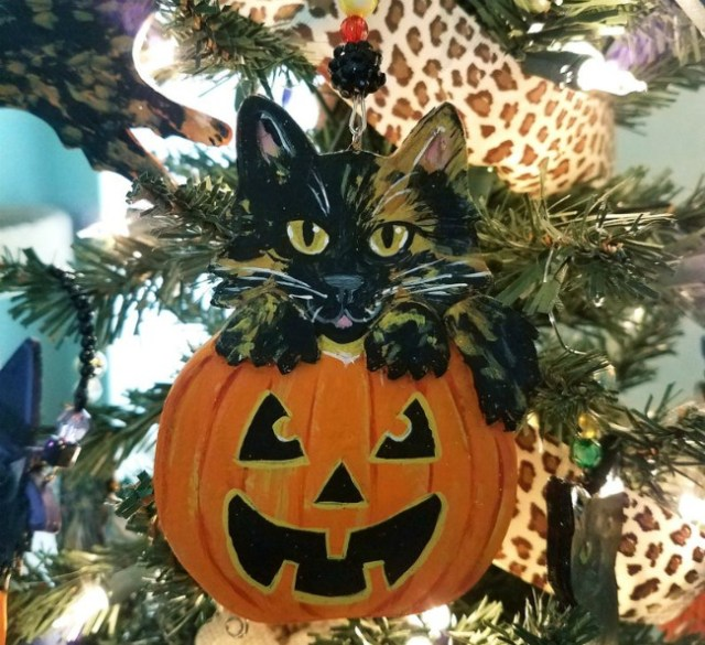 tortoiseshell-cat-halloween-ornament