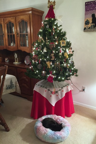 christmas-tree-cat-bed