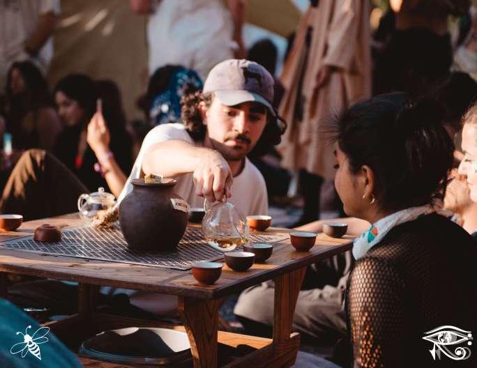 tea-lounge-lib-photo-bridgette-mitchell-conscious-electronic-bee-the-light-media