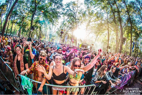 Suwannee Hulaween crowd