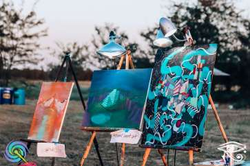 Live painters were on site, adding to the array of visual art.