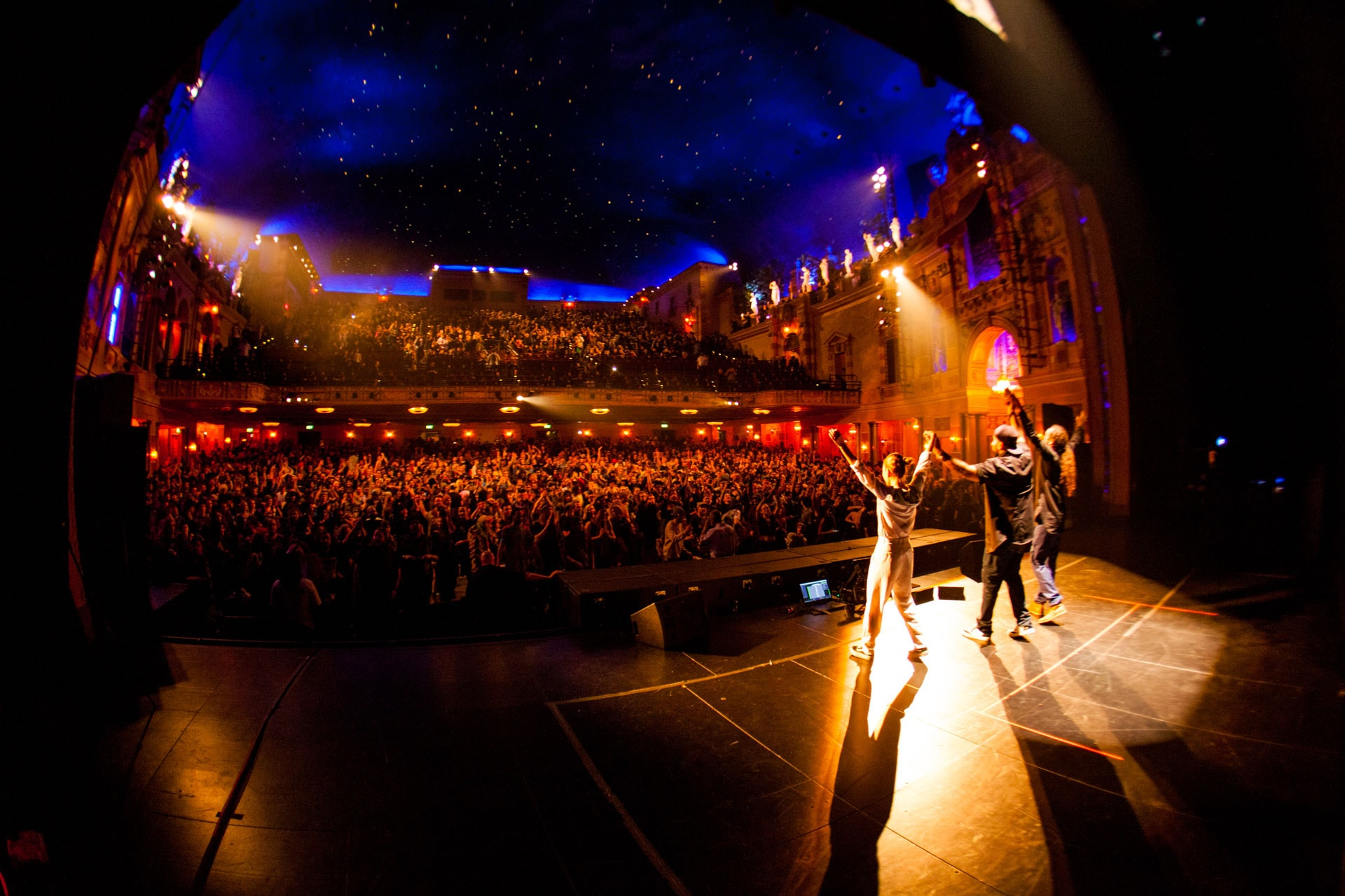 Live performers bow before Tipper crowd at Saenger Theater in New Orleans