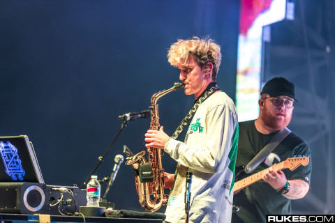 GriZ plays saxophone live with band