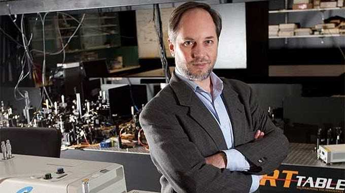 The Director of Griffith University's Center for Quantum Dynamics, Professor Howard Wiseman