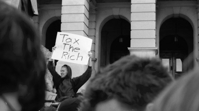 """Gallup poll finds that roughly half of all Americans are """"strong redistributionists,"""" and thus believe that the government should have a hand in shifting the disproportionate distribution of wealth away from the top one-percent of earners. (Photo: Justin Eason/cc/flickr)"""