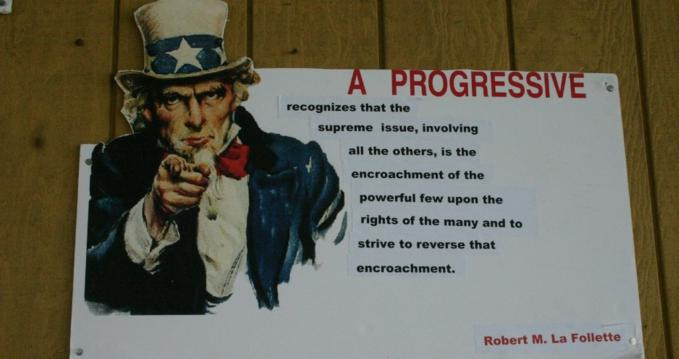 """""""As the reformers of the Progressive Era understood more than a century ago, no single president or any other politician can accomplish what's needed because a system caught in the spiral of wealth and power cannot be reformed from within. It can be changed only by a mass movement of citizens pushing from the outside,"""" writes Robert Reich. (Photo: Mark Sadowski/flickr/cc)"""