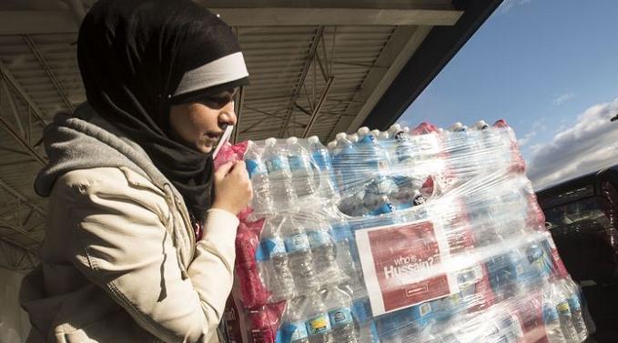 muslims-donate-water