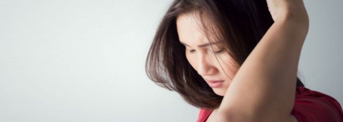 What an Itchy Scalp Means & How to Get Rid of It Naturally