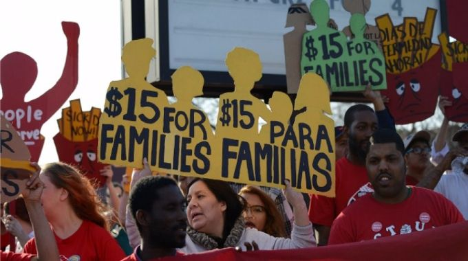 Report from People's Action Institute underscores importance of the growing national fight to raise the minimum wage. (Photo: Fibonacci Blue/flickr/cc)