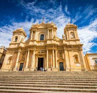 Deus merece um templo luxuoso Deus é dono do ouro e da prata, portanto Deus merece o melhor, Ele merece um templo luxuoso - Conselheiro Cristão