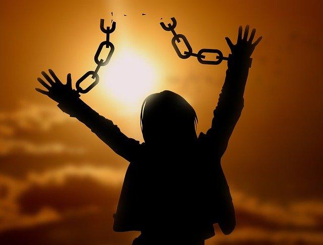 Nenhuma Igreja Liberta - Apenas Jesus liberta o homem da escravidão do pecado