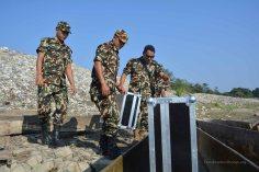 Nepali army staff transporting the Caipy