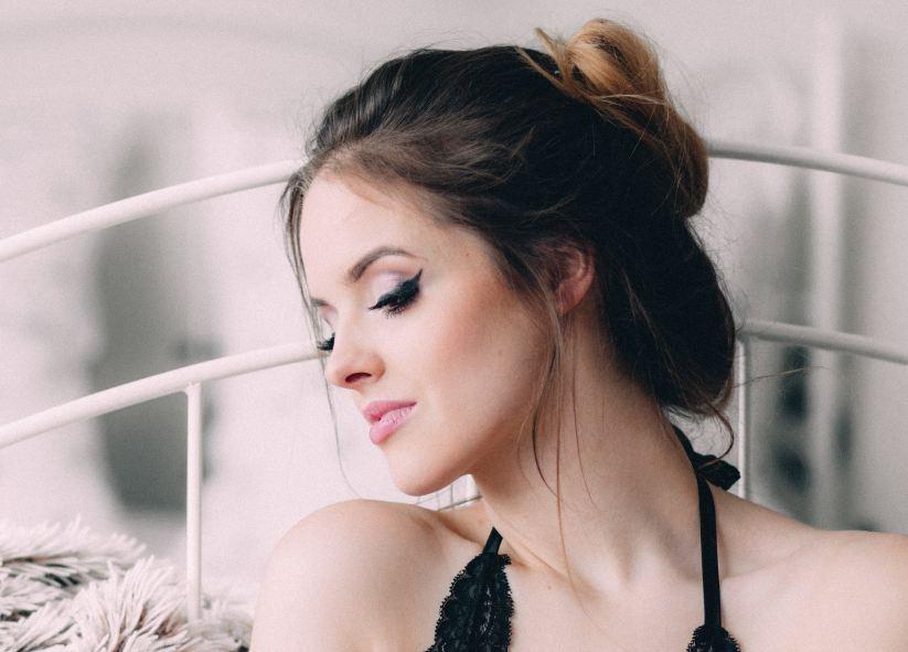 eyeliner a penna donna bellezza