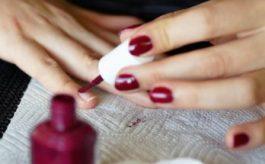 Tre Imperdibili astuzie per far durare di più lo smalto sulle unghie