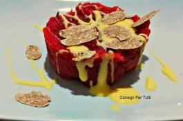 Battuta al coltello con fonduta e tartufo bianco: ricetta piemontese
