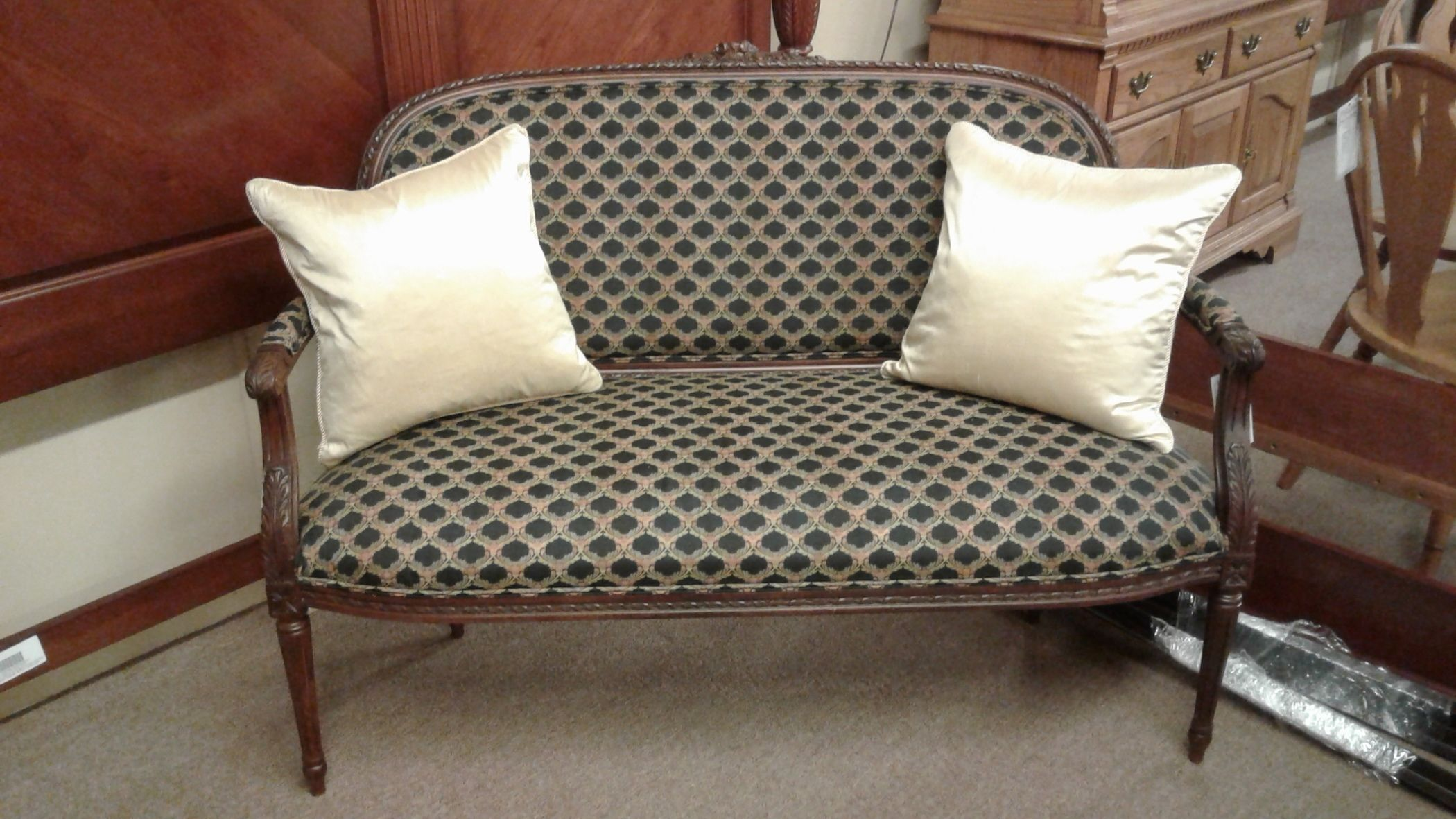 FAIRFIELD UPHOLSTERED SETTEE Delmarva Furniture Consignment