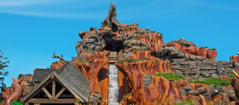 Log Boat Sinks at Walt Disney World's Splash Mountain