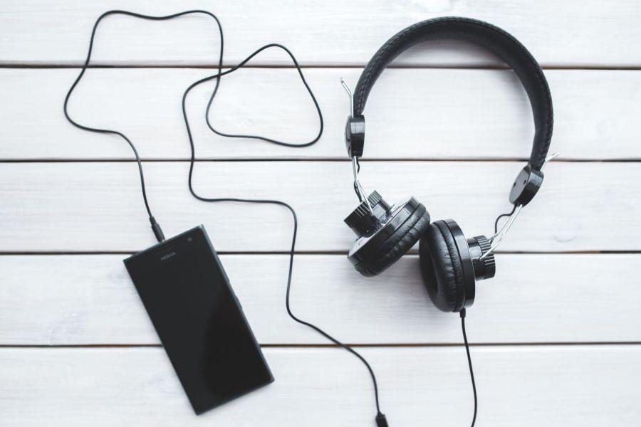 Ecouter de la musique est polluant - Casque filaire