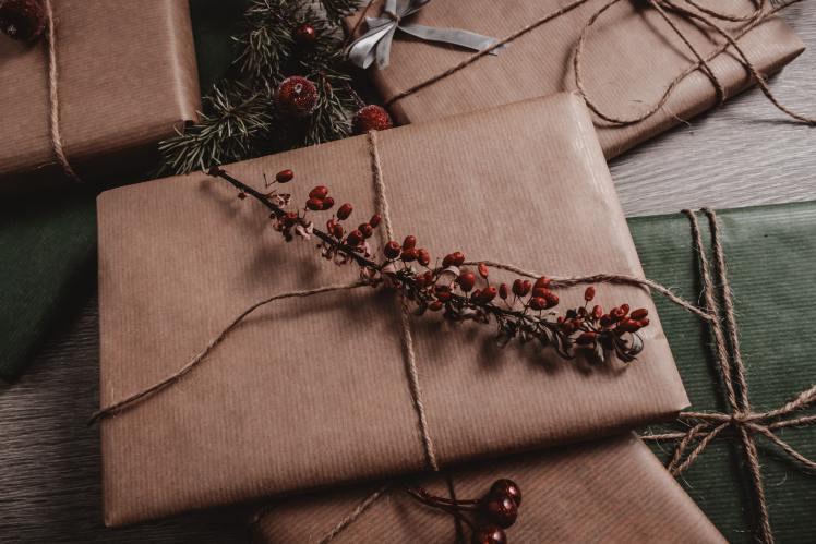 gifts-wrapped-with-brown-paper-3298039