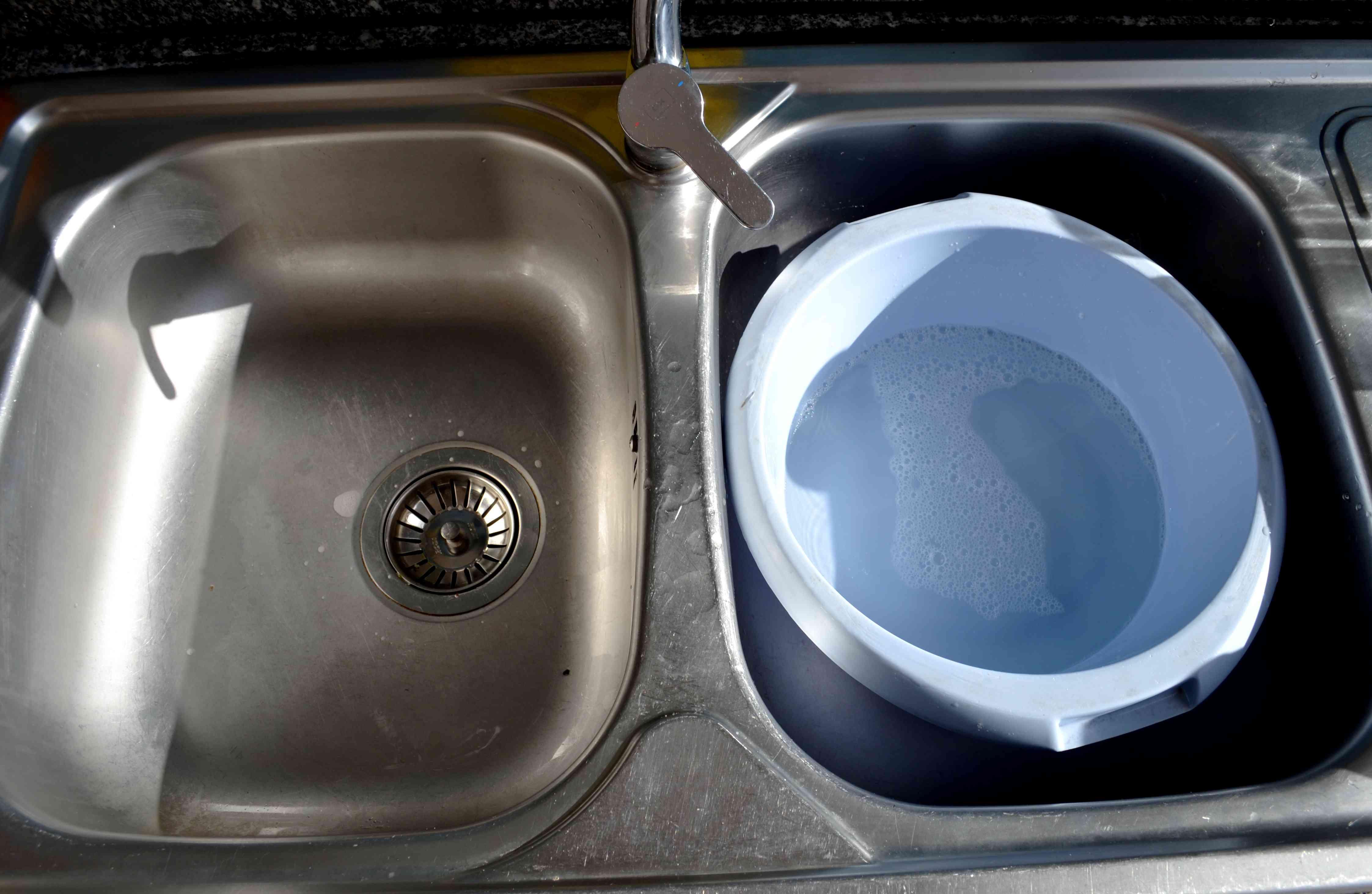 Lart De Laver Sa Vaisselle La Main Avec Seulement 2L D