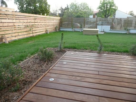 terrasse bois, clôtures et puit