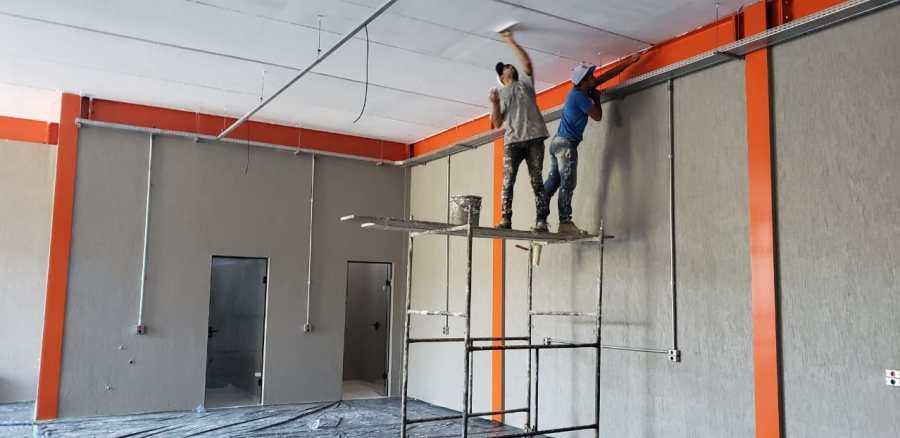 Equipe especializada em aplicação de grafiato