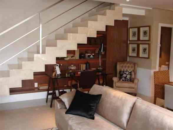 Escada de marmore com estante embutida