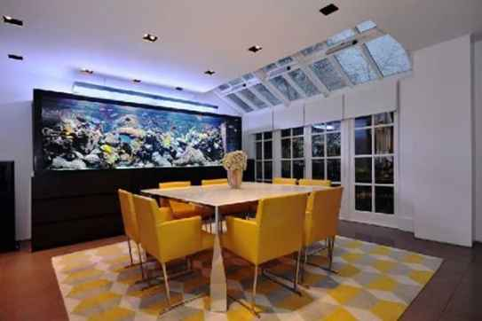 aquario-grande-decorando-sala-de-jantar-moderna