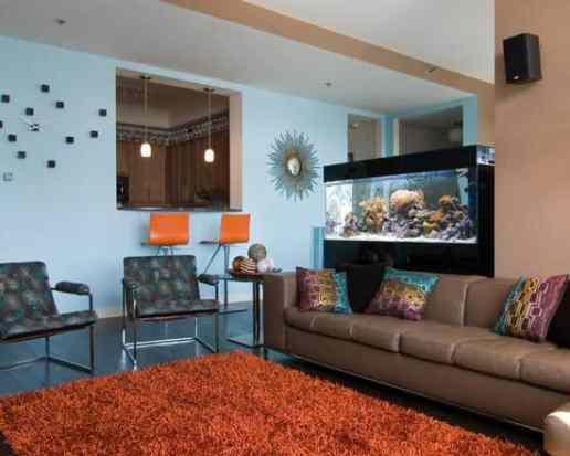 sala-de-estar-colorida-com-aquario