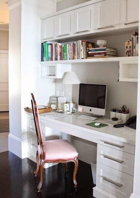 escritorio-em-casa-com-moveis-classicos-e-pequenos