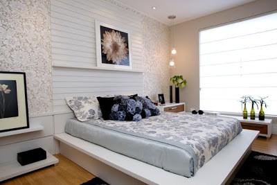 dormitorio de casal com cabeceira ripada branca