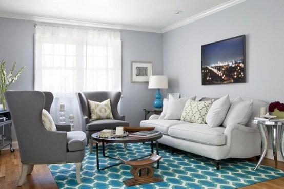 sala de estar com tapete estampado azul