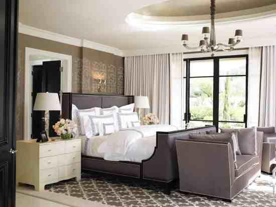 quarto com tapete elegante e classico