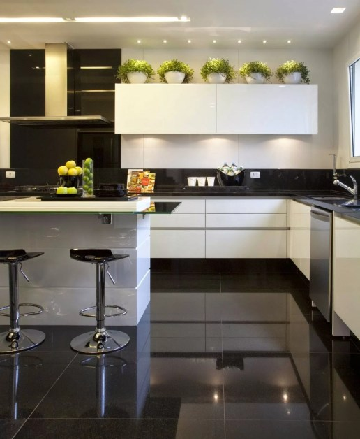 03 cozinha moderna preta e branca moderna