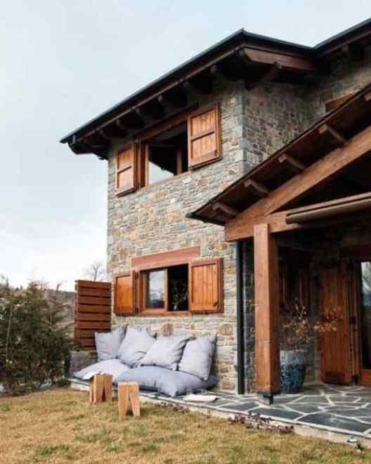 05 casa de dois andares com revestimento de pedra rustica