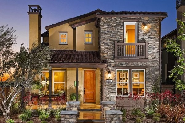 07 casa grande com pedra rustica fachada