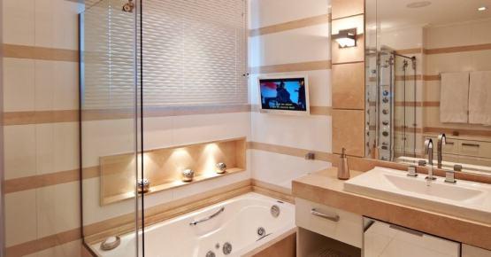 11 banheiro moderno com listras de porcelanato
