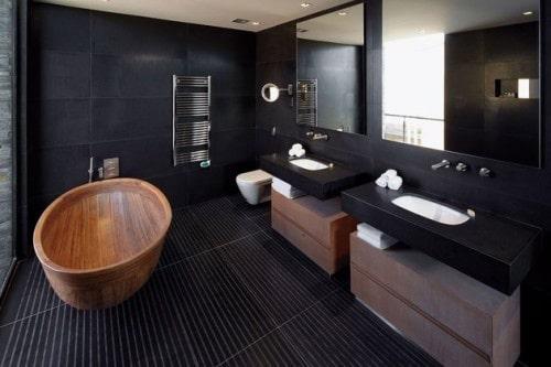 13 banheiro preto no piso e parede e madeira