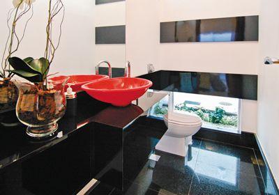 14 lavabo pequeno com piso preto