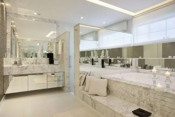 Banheiro grande com marmore carrara gioia