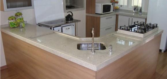 Granito branco itaunas na cozinha em L