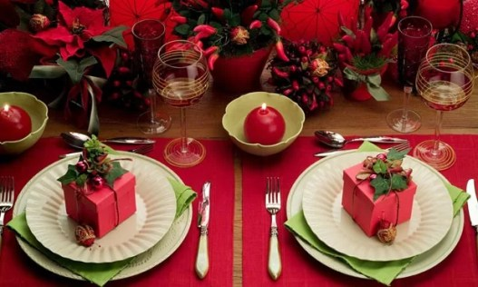 decoracao-de-natal-na-mesa-com-presentes