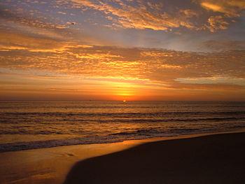 English: Sunrise at Virginia Beach