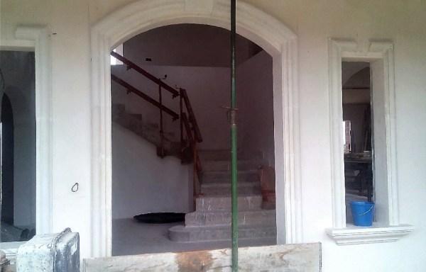 Recerco de puerta en arco
